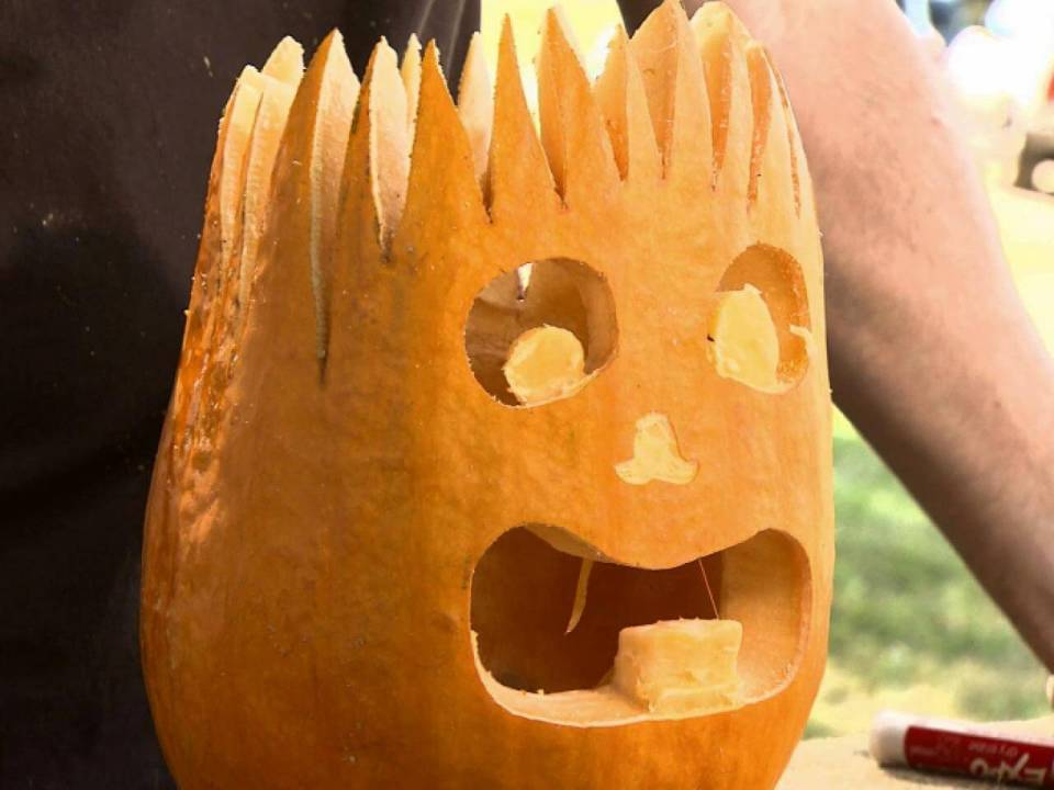DIY Pumpkin Carving Ideas: LED Flashlight And Spikes