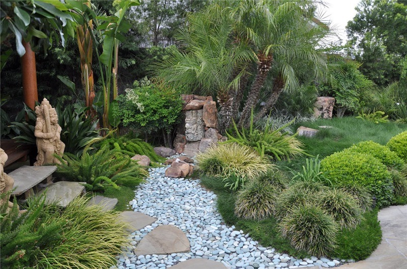 Contempory Stone And Statue In A Zen Garden | Zen Garden Designs & Ideas
