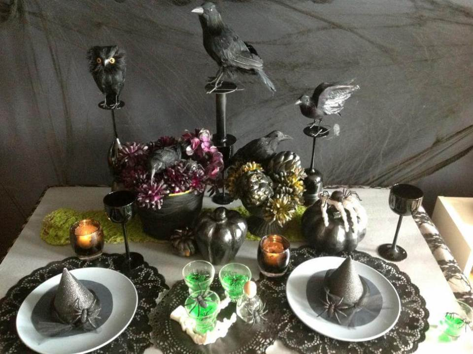 Spooky Centerpieces and Table Settings | Fun & Spooky Halloween Table Decoration Ideas - FarmFoodFamily.com