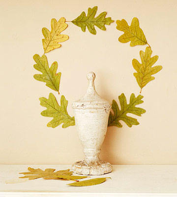 Quick and simple leaf wreath | DIY Fall-Inspired Home Decorations With Leaves - FarmFoodFamily
