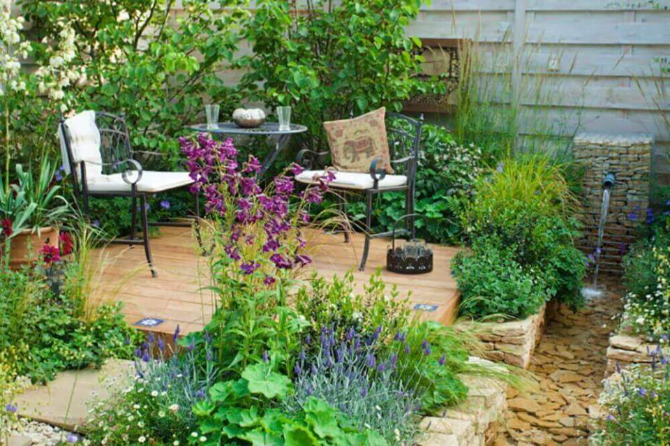 Small garden floating deck