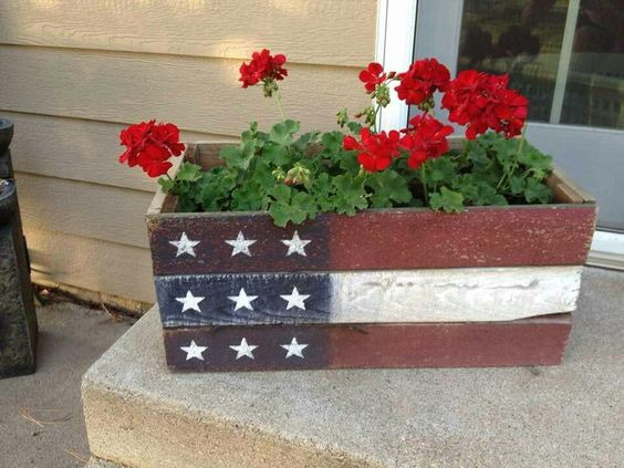 Cute Patriotic Planter | Flower Garden Ideas for Containers and Windowboxes