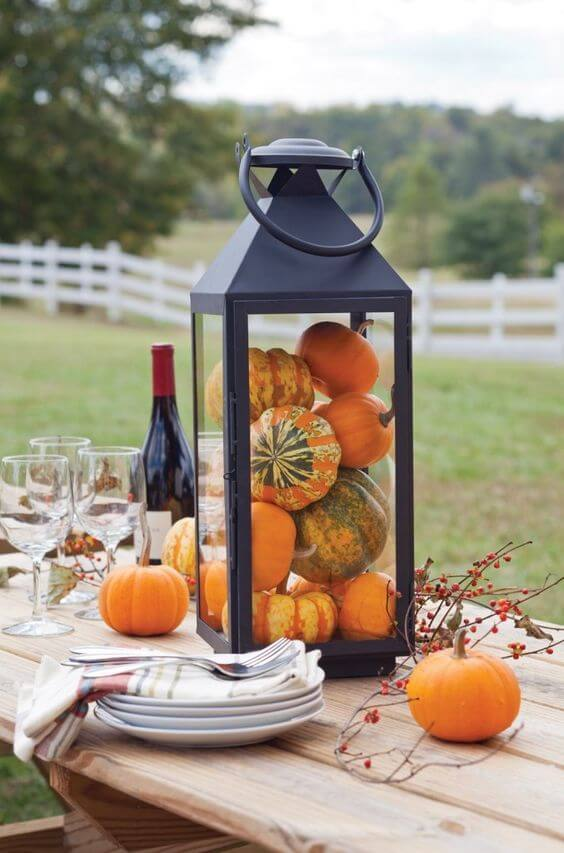 Lantern display | Best Thanksgiving Centerpieces