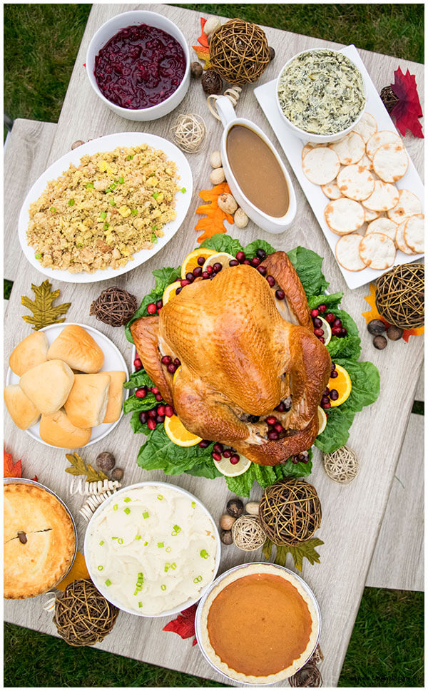 Host a Group Thanksgiving Dinner With Friends Or Family
