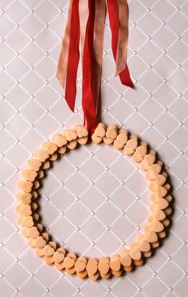 Sweatheart candy wreath | Valentine's Day Decorating Ideas For Your Lovers | FarmFoodFamily.com