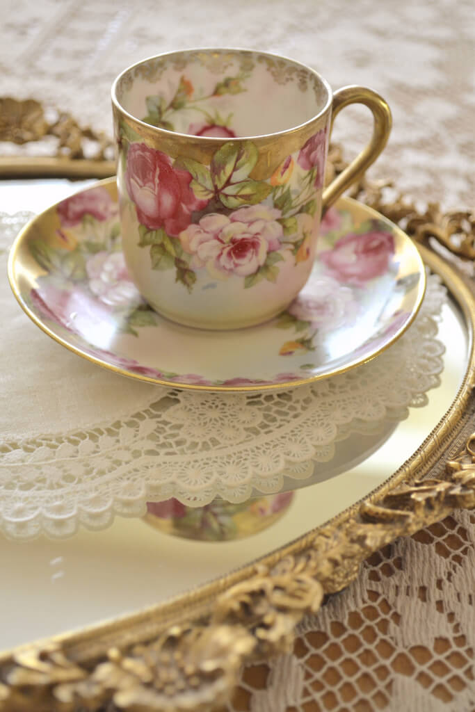 Home Decorating Ideas With Flowers: Tea time