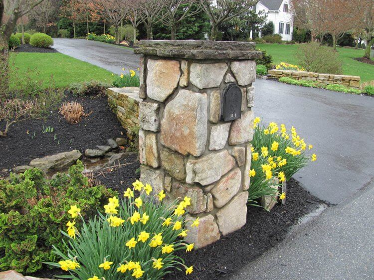 35+ Best Mailbox Landscaping Ideas For 2019 - FarmFoodFamily