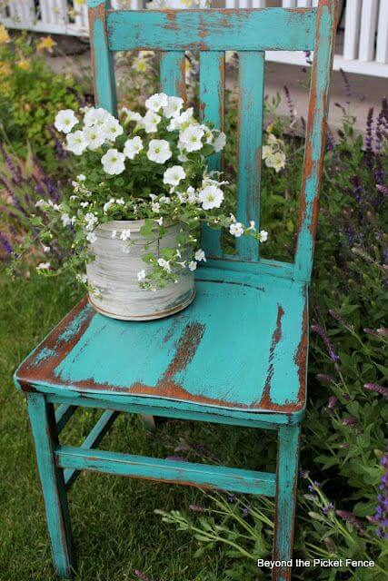 Vintage Chair Planter | Creative Upcycled DIY Chair Planter Ideas For Your Garden
