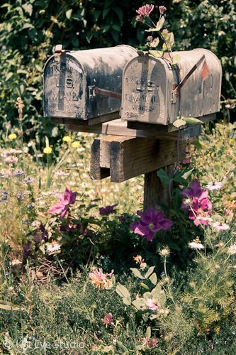Old mailbox | Best Mailbox Landscaping Ideas