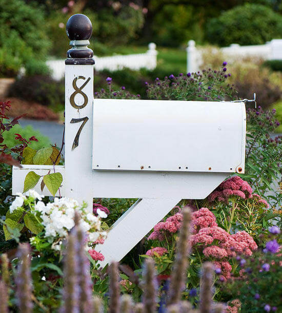 Cottage mailbox | Best Mailbox Landscaping Ideas