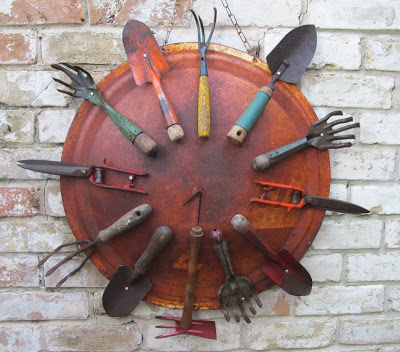 Garden Clock | Best DIY Repurposed Garden Tools Ideas | Garden Craft Ideas