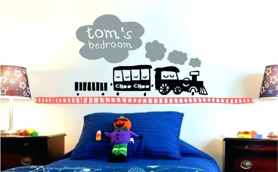 Train decor for toddler room | Decorating a Train Theme Nursery or Bedroom