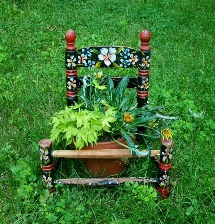 Rocking Chair Flower | Creative Upcycled DIY Chair Planter Ideas For Your Garden