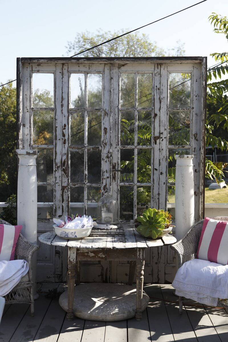 Recycled vintage door | Creative DIY Outdoor Window Decor Ideas