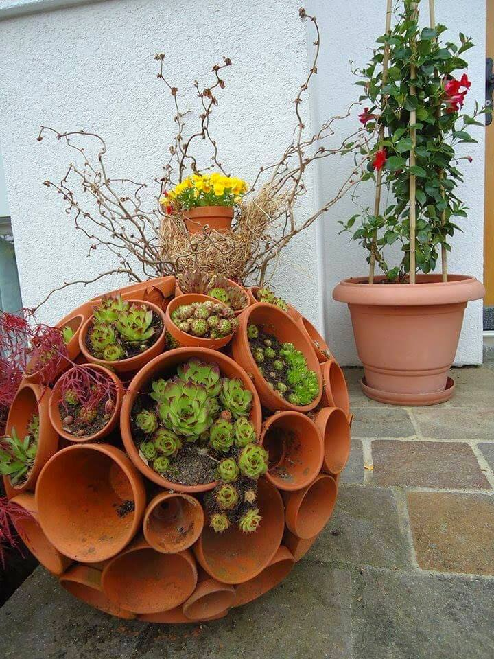 DIY Flowerpot ball from terracotta flower pots