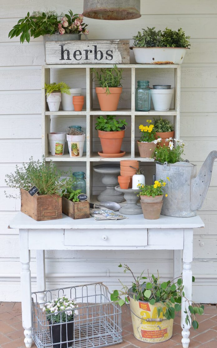 Summer Farmhouse Decor Ideas & Designs Potting bench
