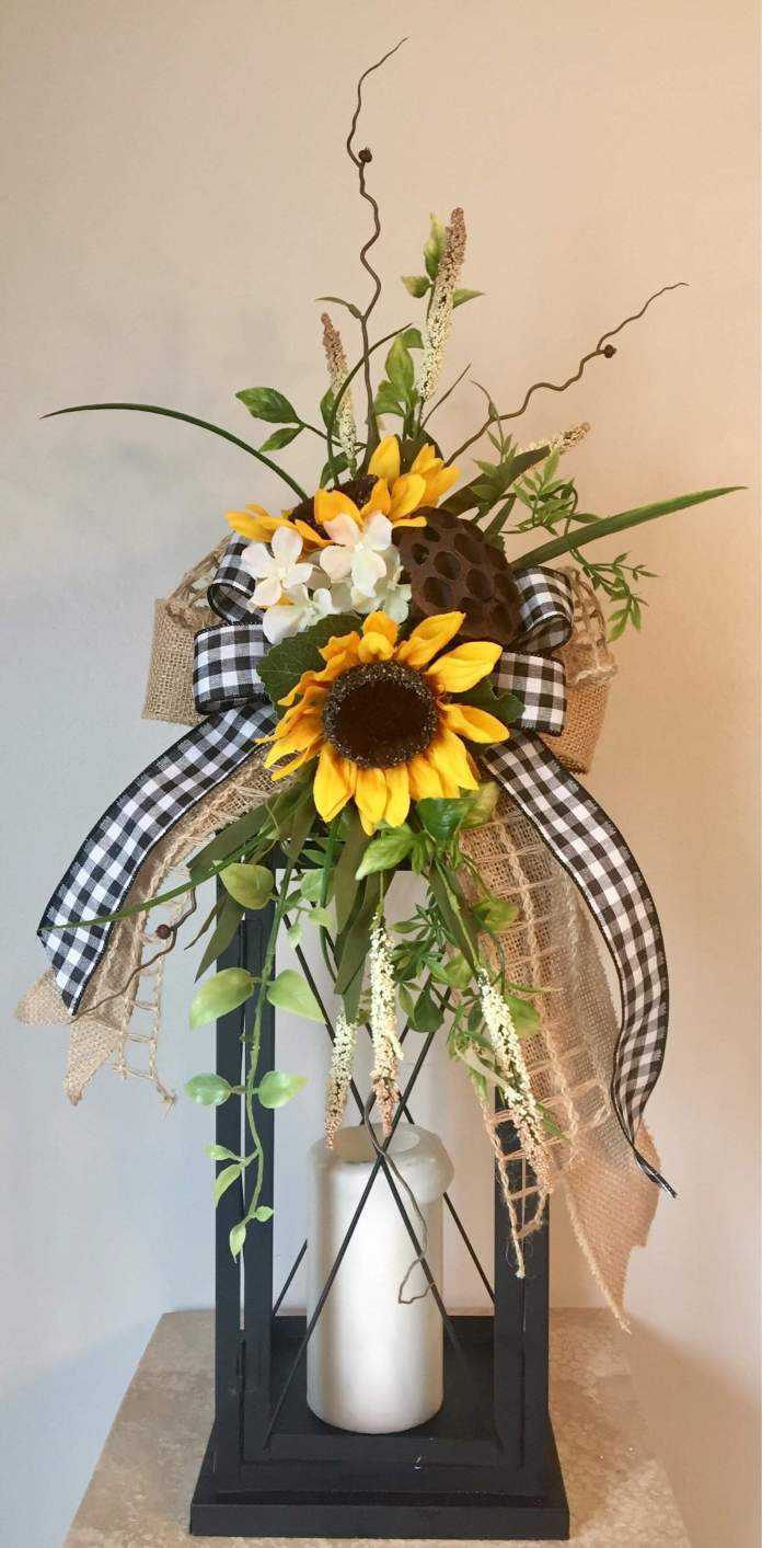 Summer Farmhouse Decor Ideas & Designs Lantern Swag Tabletop Arrangement