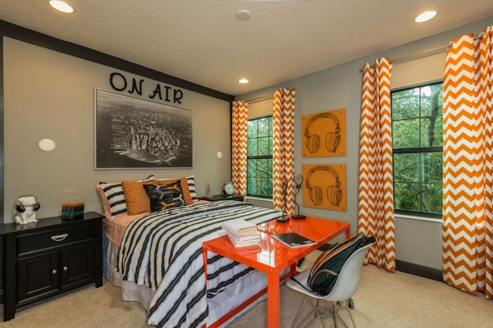 Gray room with orange and musical design
