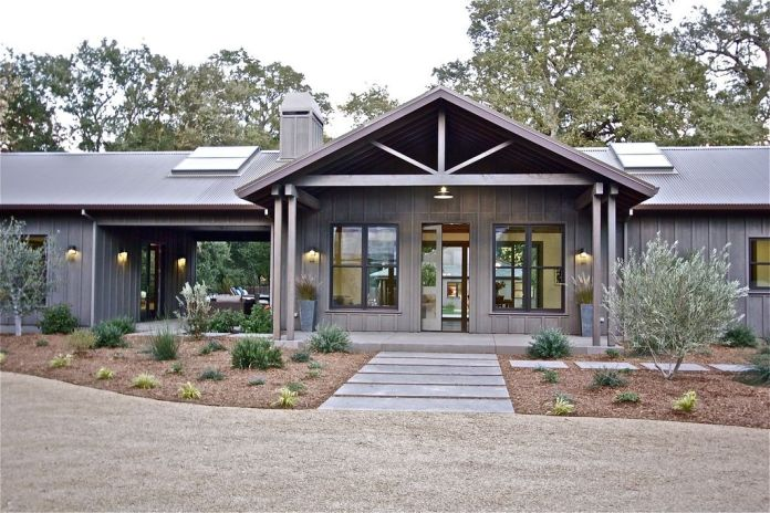 Ranch traditional property with an exterior gray