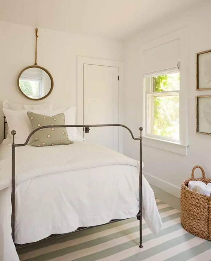 farmhouse bedroom simple decor