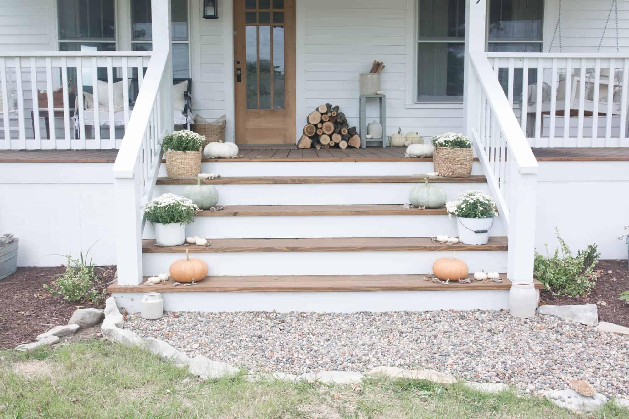 Fall Farmhouse Front Porch Decorating Ideas