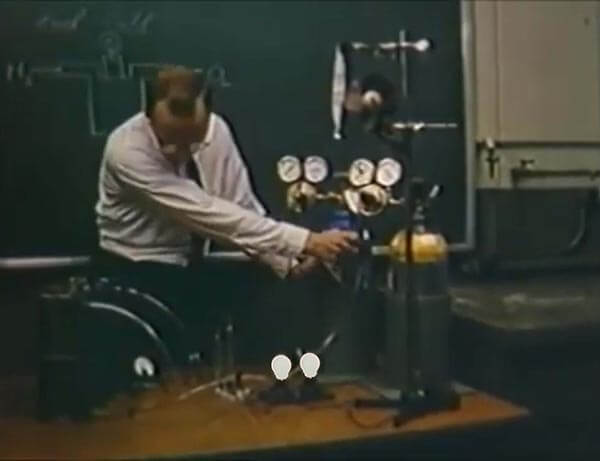 Allis-Chalmers Fuel Cell Powering Light Bulbs