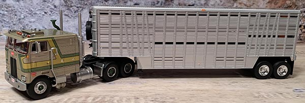 1:64th Scale Pete 352 with Wilson 40' Livestock Trailer