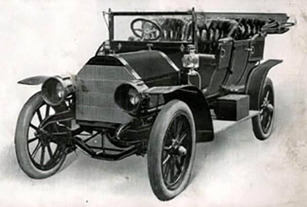 1905 Diamond T Touring Car