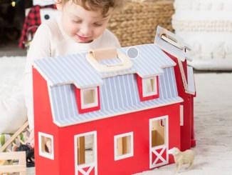 Toyfarm set with barn