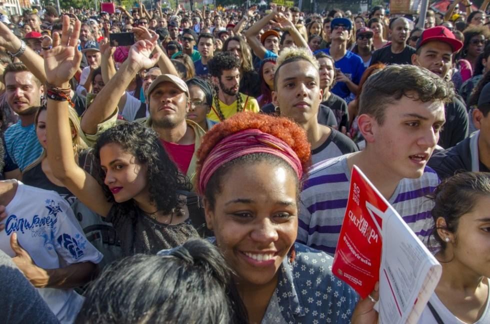 Público multicolorido assiste ao show de Emicida no Palco Júlio Prestes (fotos William Oliveira/MIRA)