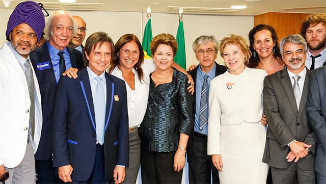 Artistas em encontro com a presidente nas discussões sobre a lei de direitos autorais - Foto: Roberto Stuckert Filho/PR - 3/7/2013