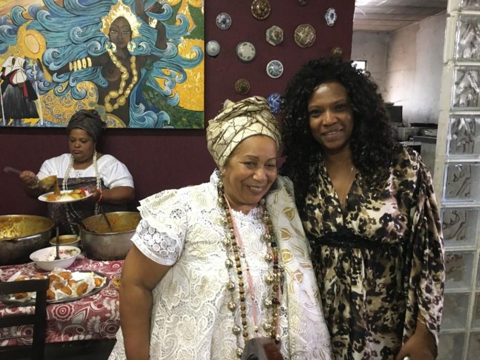 Mãe Carmen de Oxum e Eliane Dias - fotos Pedro Alexandre Sanches