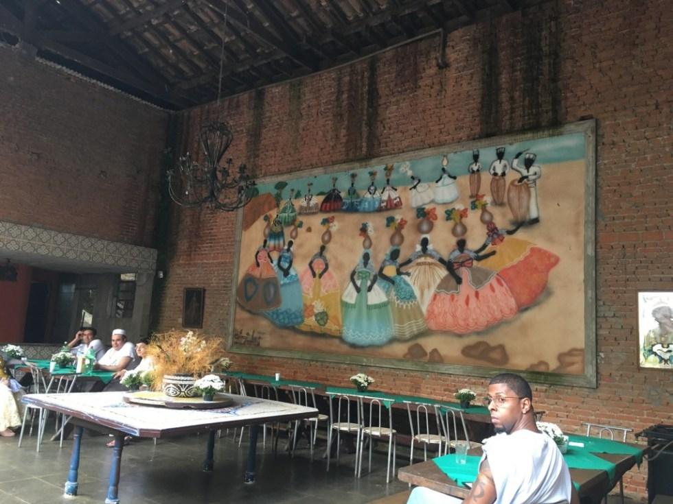 Os orixás africanos abençoam o refeitório do Ilê Olà