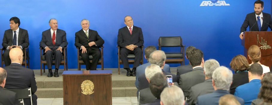 Marcelo Calero (à dir.) na cerimônia de posse  no MinC com a presença do presidente interino Michel Temer - Foto: Acácio Pinheiro/Ascom MinC