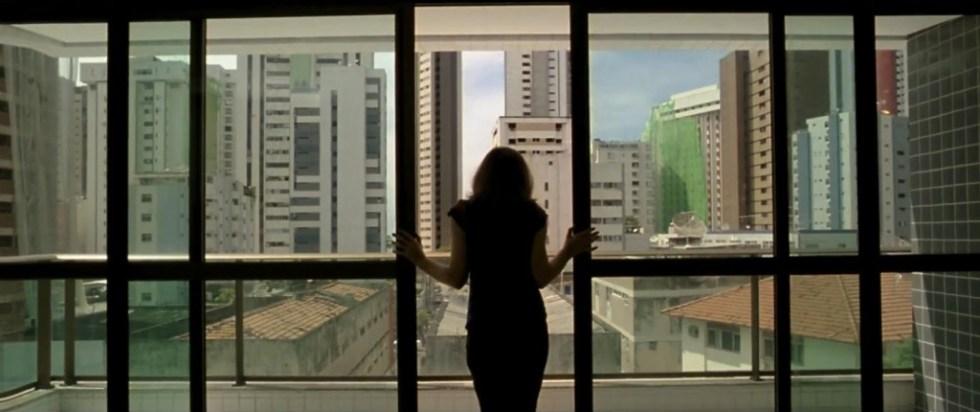 """Cena de """"O Som ao Redor"""" (2012), de Kleber Mendonça Filho"""