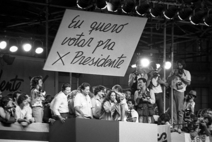 Em 25 de janeiro de 1984, em comício pelas Diretas Já na praça da Sé, Belchior está entre Fernando Henrique Cardoso e Sonia Braga