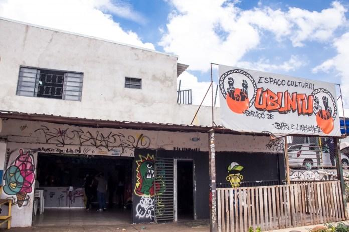 Um dos espaços que sediam as oficinas da segunda edição do Favela Sounds, por fora...