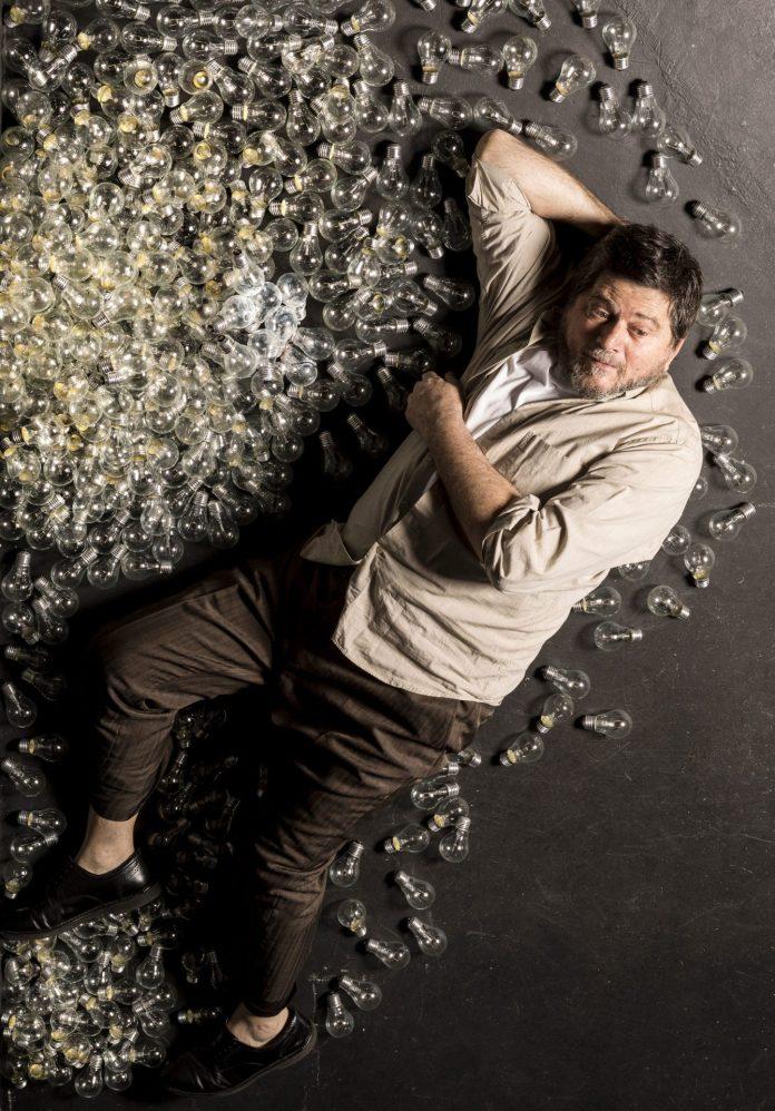 Celso Frateschi abre a série teatral #EmCasaComSesc