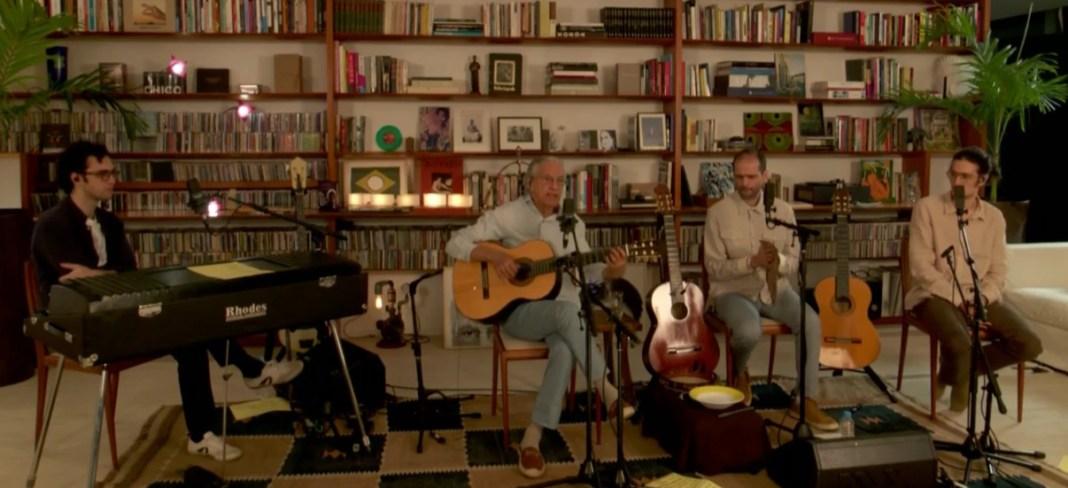 Caetano e os Veloso em live histórica, sexta-feira passada (7). Foto: Globoplay. Reprodução