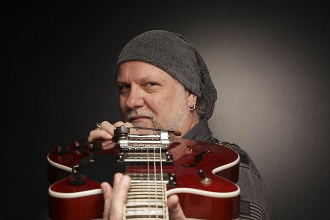 O compositor e multi-instrumentista Tuco Marcondes em foto de Gal Oppido. Divulgação