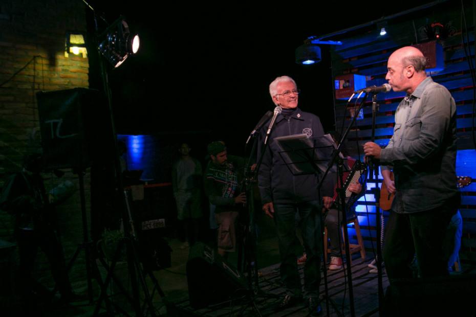 Onildo Almeida e Junio Barreto em cena do documentário. Foto: reprodução