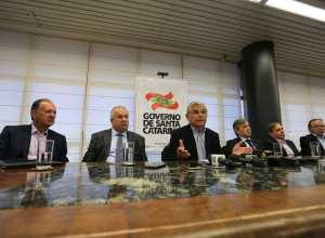 Eduardo Pinho Moreira apresentou as principais medidas do Governo, durante coletiva de imprensa ( Julio Cavalheiro/Secom)