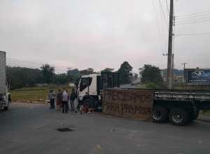 Protesto de caminhoneiros na BR-470 (Belmiro Avancini)