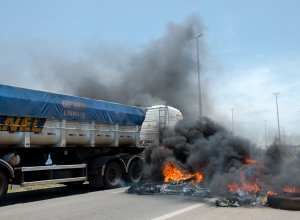 Protesto de caminhoneiros na BR-040 Brasília (Marcelo Camargo - Agência Brasil)
