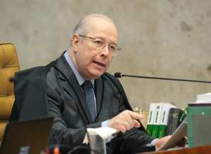 Ministro Celso de Mello durante a sessão plenária do STF - foto de Carlos Humberto