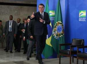 Presidente da República Jair Bolsonaro assina o Decreto que revoga o Horário de Verão - foto de Marcos Corrêa/PR