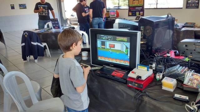 IFC Camboriú recebe encontro de colecionadores de videogames e computadores - foto de Luciano Scharf