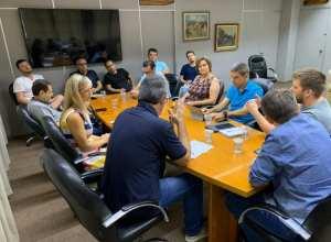 Reunião sobre o Covid-19 na Prefeitura no domingo - foto da assessoria