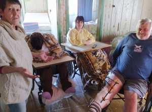 Valdir e Terezinha cuidam das gêmeas Dayse e Daiana, de 37 anos