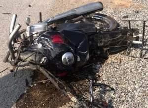 Motocicleta de vítima destruída após colisão - foto do CBVN